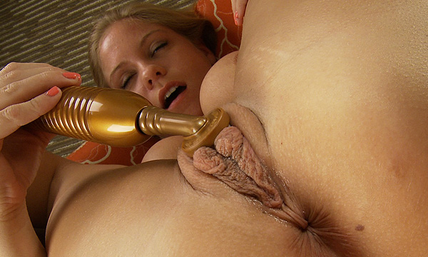 Anabelle Pync has an orgasm using a clit stimulator toy while in piledriver position