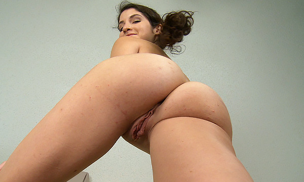 Nude up-shot of Arielle Lane