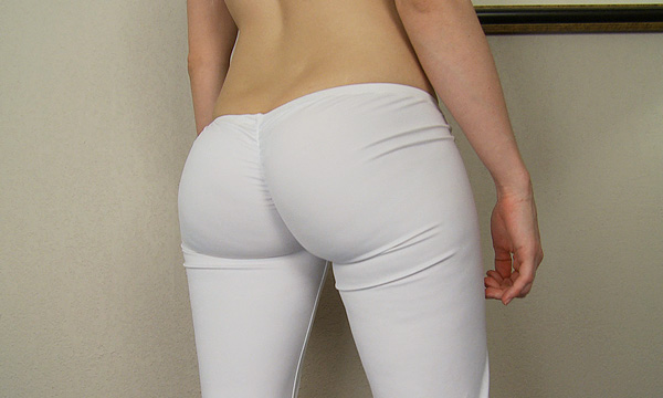 Kamilla Kaboose shows off her booty in some skin tight pants