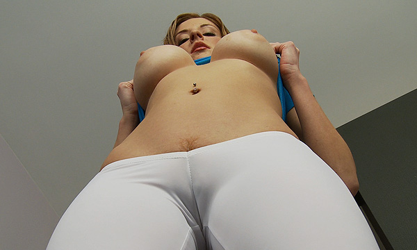 Paris Kennedy flashes her tits wearing cameltoe pants