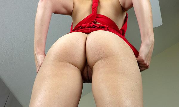 Pantyless fashion show upskirt shot of Vika